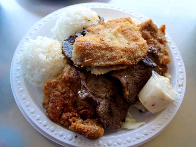WHERE TO EAT Oahu Honolulu Hawaii Guide on sunscreenandplanes.com