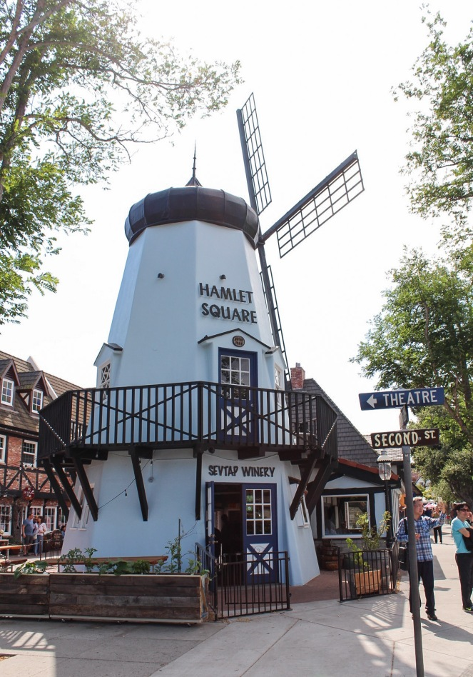 A Day in Solvang, CA and Ostrichland on sunscreenandplanes.com-15