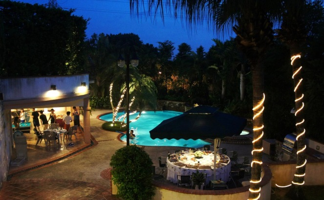 Summer pool party on sunscreenandplanes.com-6